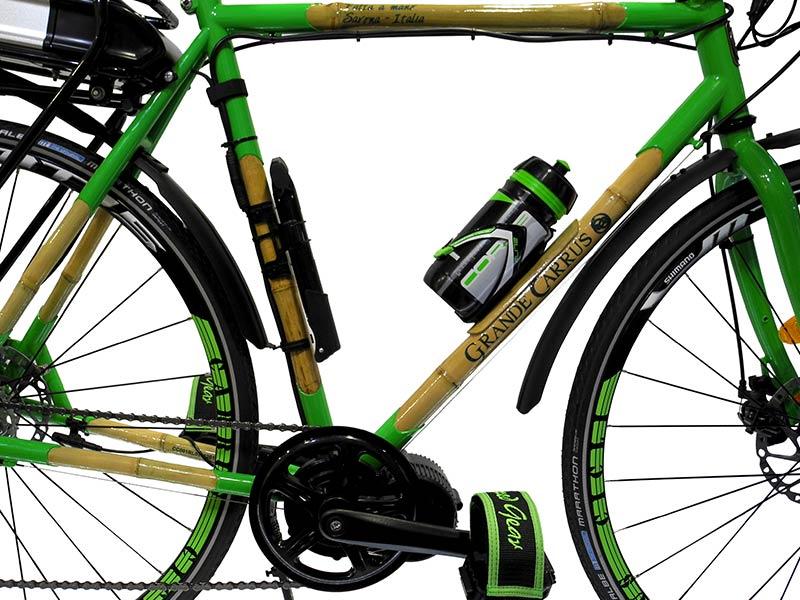 bicicletta elettrica in bambù - cicloturismo ebike